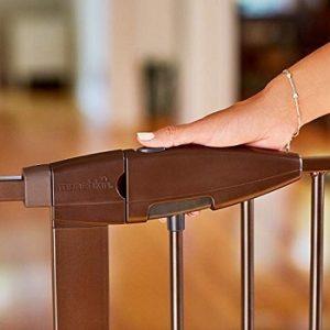munchkin-easy-close-xl-baby-gate-secure-latch