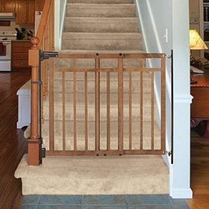 Summer-Infant-banister-and-stair-gate-bottom-of-stairs